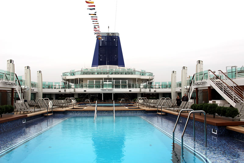 P&O Britannia fitted with artwork by Regina Heinz - Deck with swimming pool